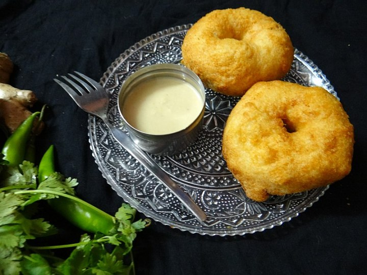 Food of the south - Vadas and coconut chutney